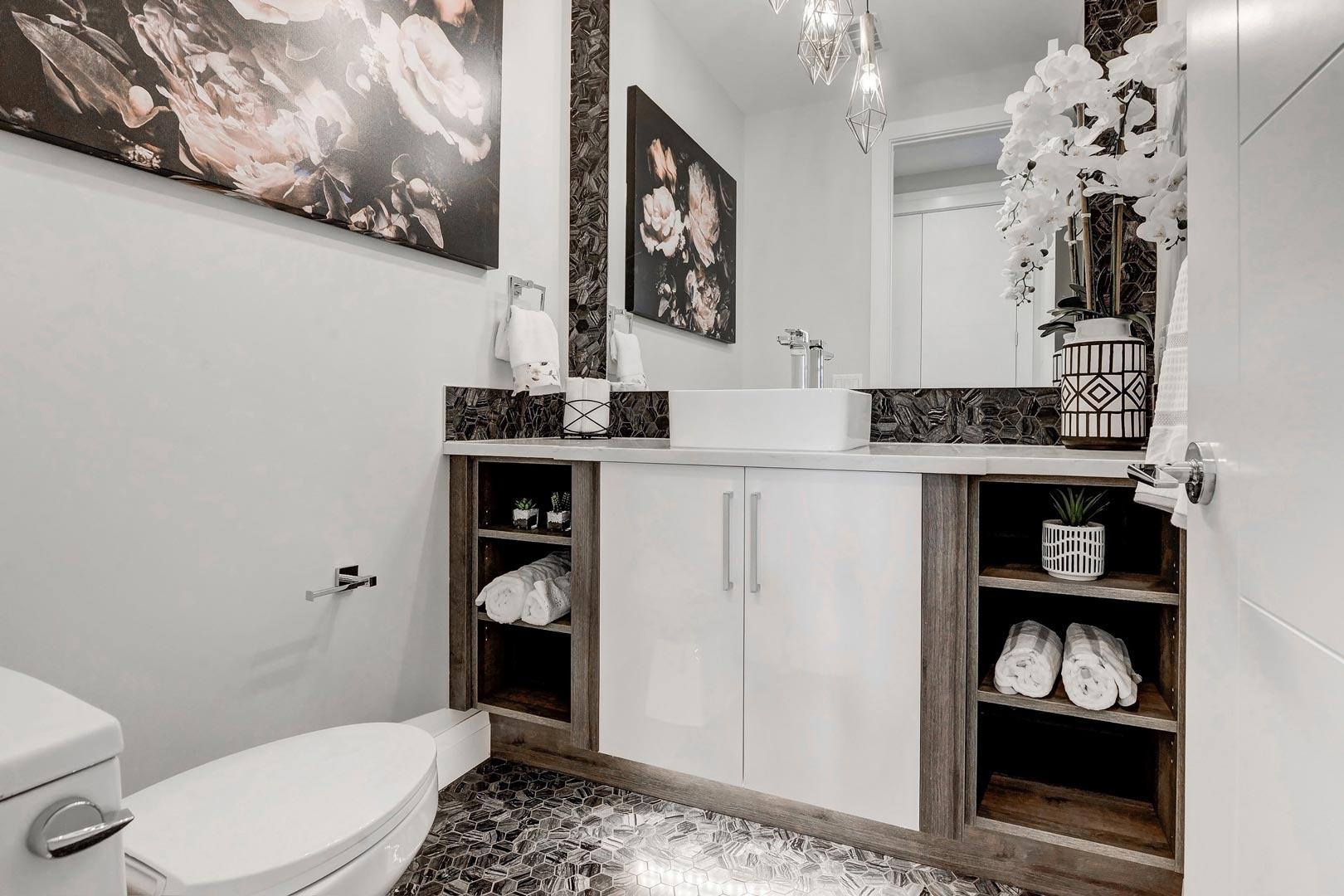Green Cedar Homes Interior Image - Bathroom