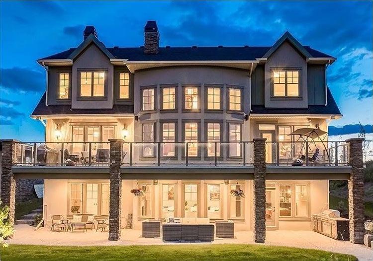 Devine Custom Homes Exterior Image - House