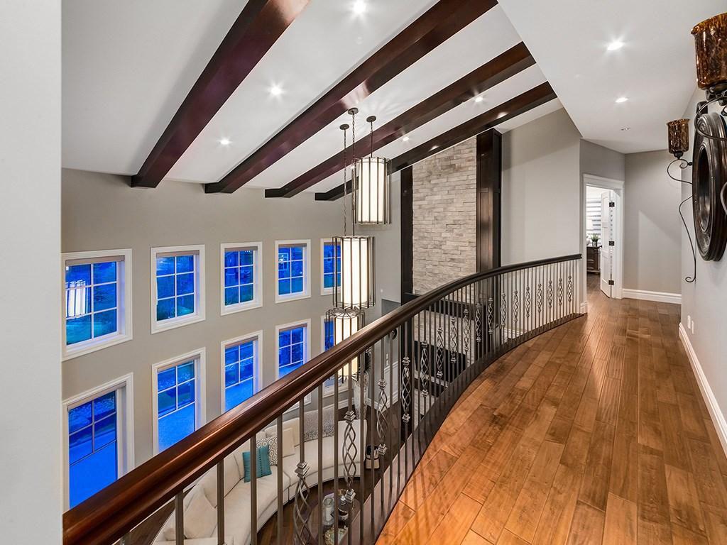 Devine Custom Homes Interior Image - Mezzanine