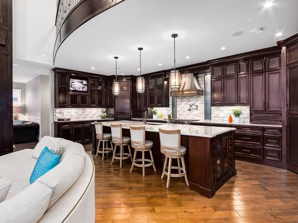 Devine Custom Homes Interior Image - Kitchen